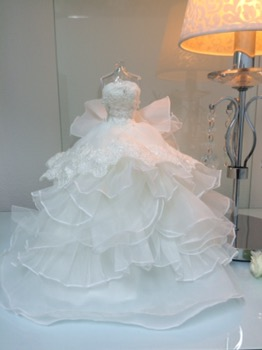 結婚式…。