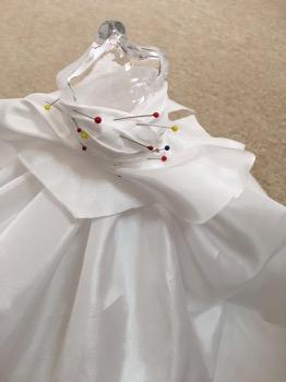 ミニチュアウェディングドレス制作中。