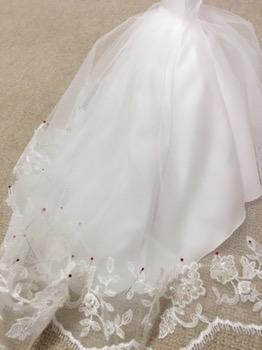 実物のドレスからミニチュアウェディングドレスに再現。